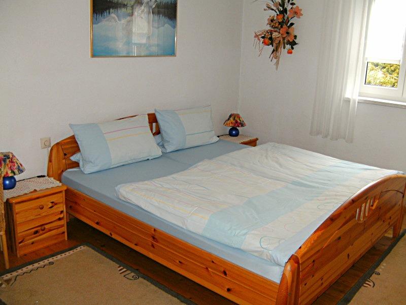 Feriennhaus Zimmermann, Beilngries - Das Schlafzimmer mit Doppelbett ...